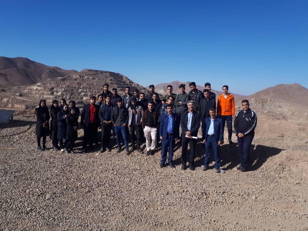 بازدید دانشجویان مجتمع از معدن سنگ آهن جلال آباد