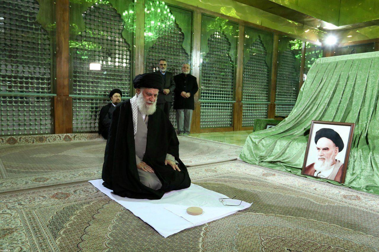 حضور رهبر انقلاب در مرقد مطهر امام خمینی (ره)